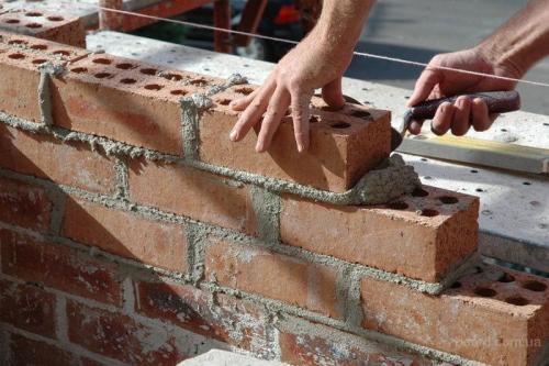 Где можно сэкономить при строительстве кирпичного дома?