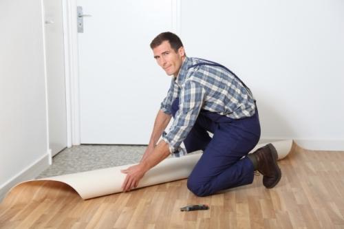 Стелить линолеум на деревянный пол своими руками