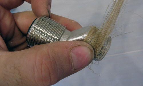 Уплотняем соединения смесителя