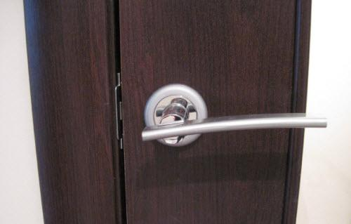Установка замка своими руками в межкомнатную дверь
