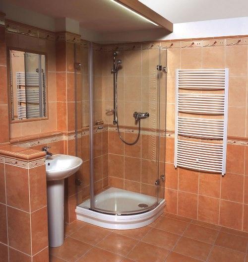 Ванная комната с душевой кабиной. Фото 9