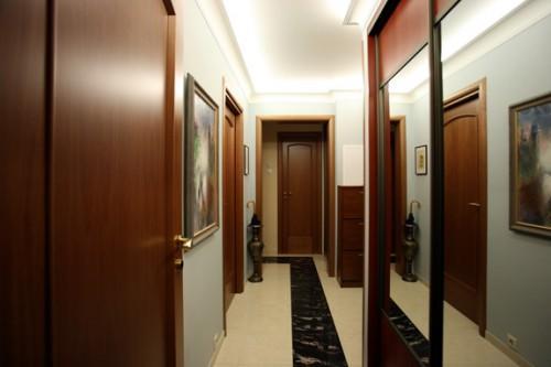 Как визуально расширить коридор