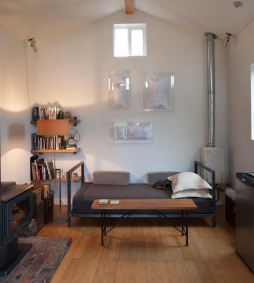 Кровать в жилом гараже