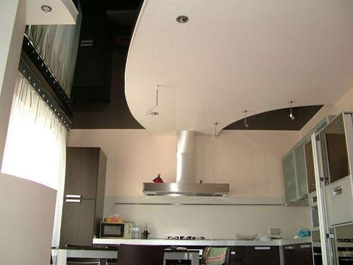 Дизайн потолков на кухне. Фото