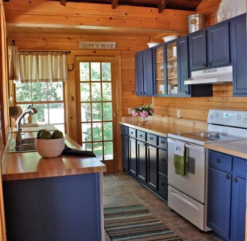 Интерьер кухни в синем цвете. Фото 11
