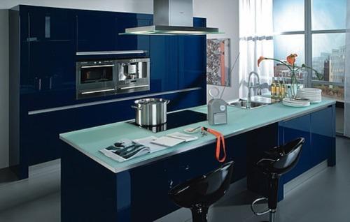 Интерьер кухни в синем цвете. Фото 12