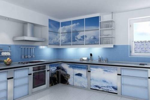 Интерьер кухни в синем цвете. Фото 13