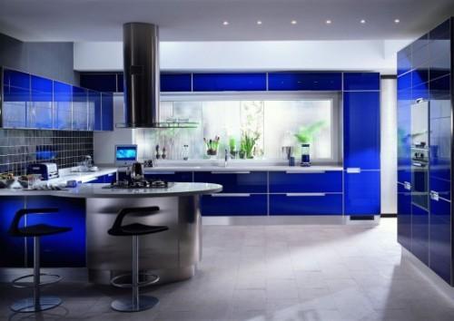 Интерьер кухни в синем цвете. Фото 15