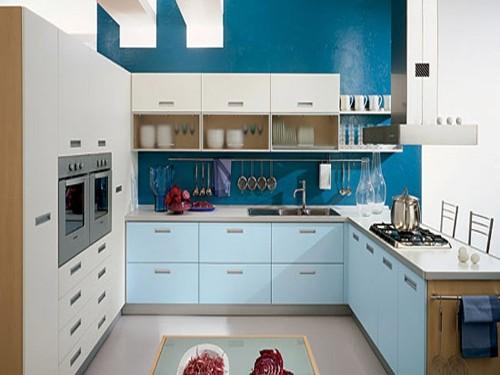 Интерьер кухни в синем цвете. Фото 9