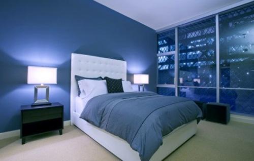 Интерьер спальни в синем цвете. Фото 10