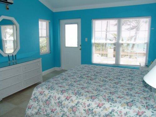 Интерьер спальни в синем цвете. Фото 3