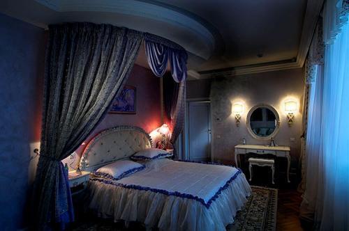 Интерьер спальни в синем цвете. Фото 8