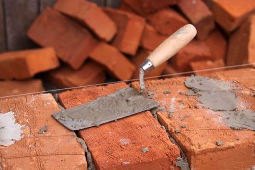 Строительство стен из кирпича и керамических блоков