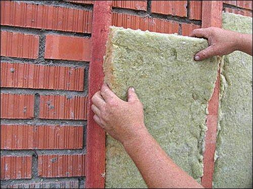 Как крепить утеплитель к стене своими руками?