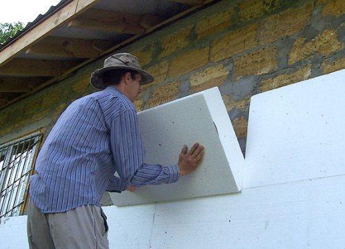 Как крепить утеплитель к стене?