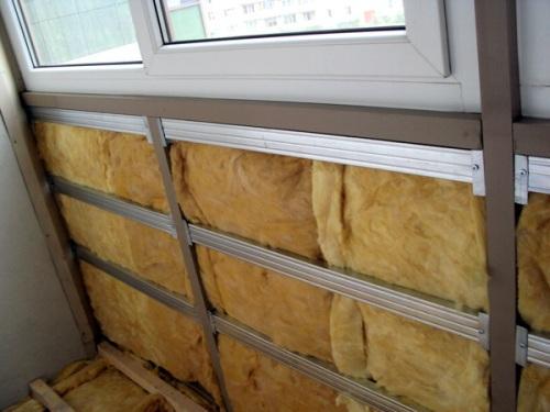Как быстро утеплить балкон?