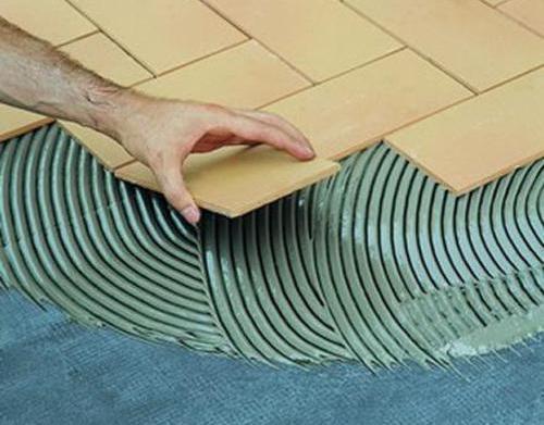 Каким клеем клеить керамическую плитку?
