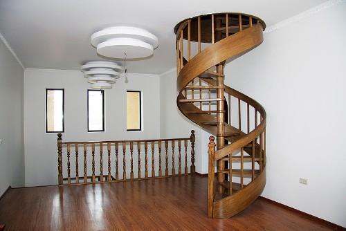 Лестница на мансарду. Фото