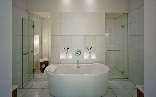 Минимализм в интерьере ванной. Фото 12