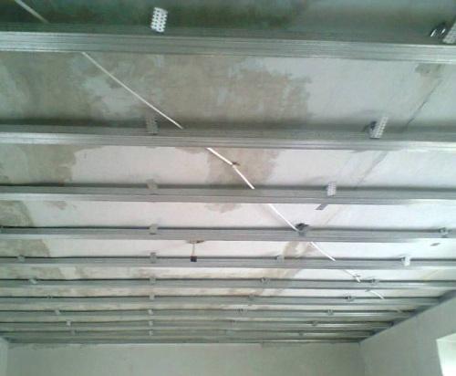 Как установить гипсокартон на потолок своими руками