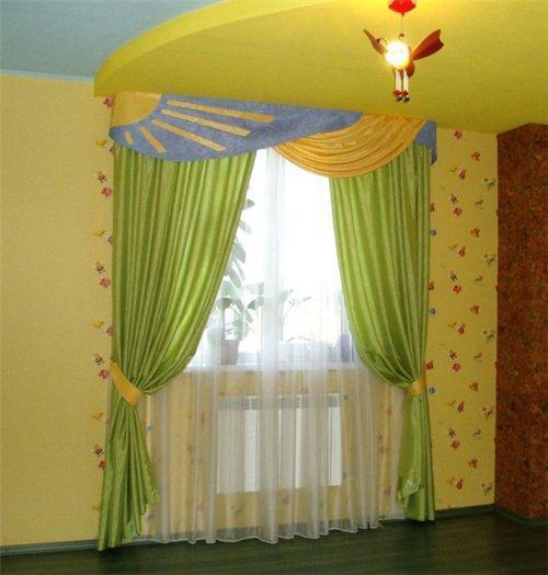 Оформление окна в детской. Фото 12