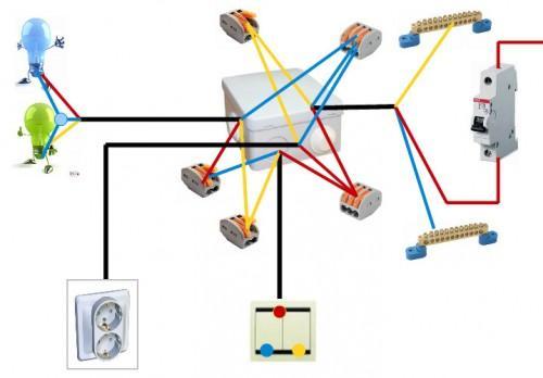 Схема подключения двух светильников и группы розеток