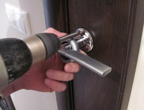 Установка ручек межкомнатных дверей