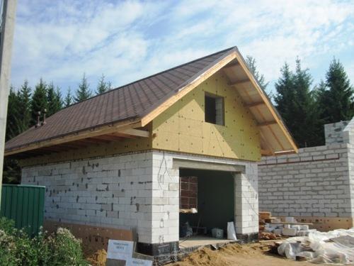 Процесс строительства гаражей с мансардой