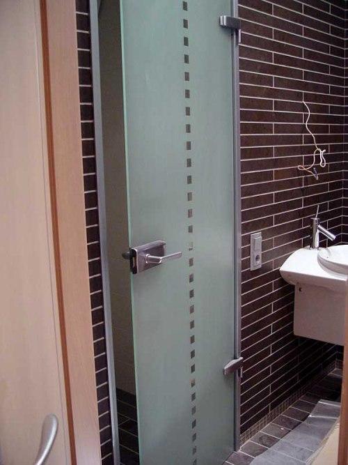 Стеклянные двери для ванной и туалета. Фото 4