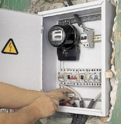 Что нужно сделать с электрощитком при замене проводки?