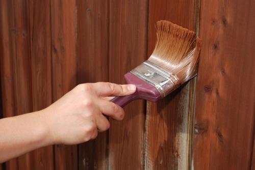 Чем покрасить деревянный забор?