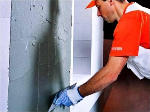 Какой штукатуркой нужно штукатурить стены, чтобы избежать появления плесени?