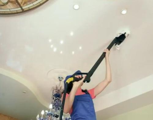 Как мыть глянцевой натяжной потолок?