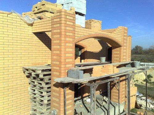 Стены из балкона лицевого кирпич