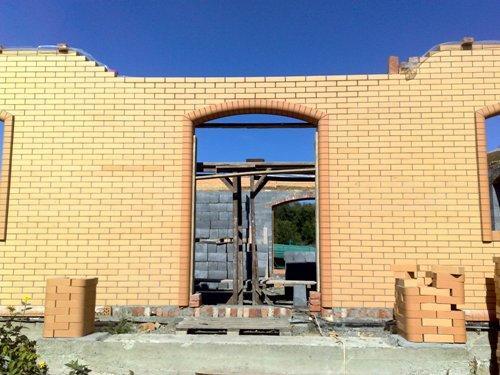 Строим колоны под кирпичный балкон