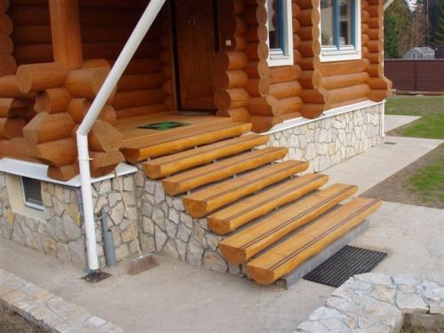 Как сделать крыльцо к дому из разных материалов?