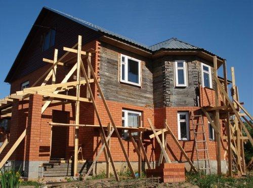 Обкладка деревянного дома кирпичом своими руками. Процесс облицовки дома