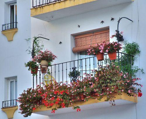 Оформление открытого балкона