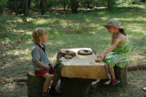 Детский деревянный стол и стулья
