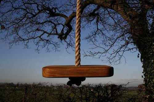 Построить из дерева детскую площадку