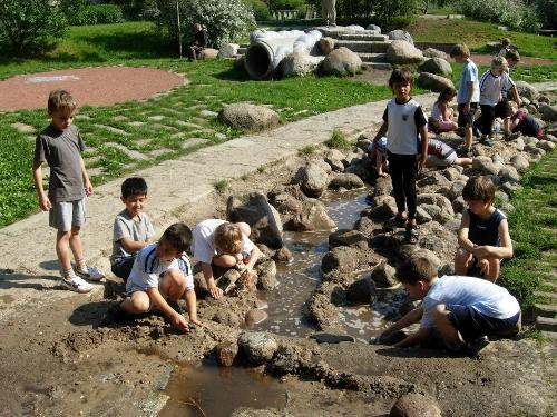 Детские площадки для дачи с водоемом
