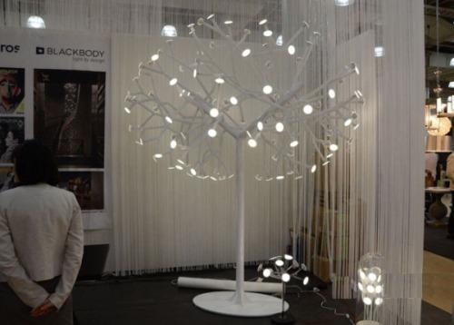 Оригинальный светильник в форме дерева. Фото 4