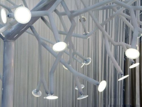 Оригинальный светильник в форме дерева