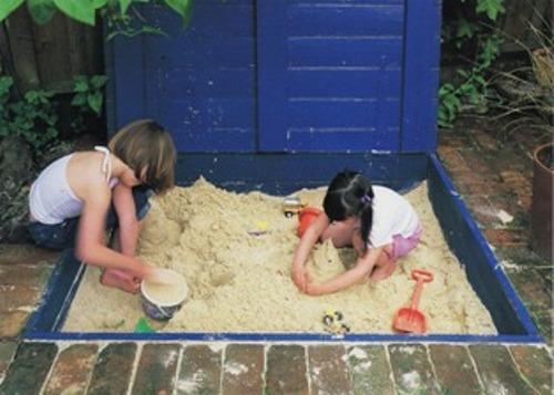 Детская песочница с защитой