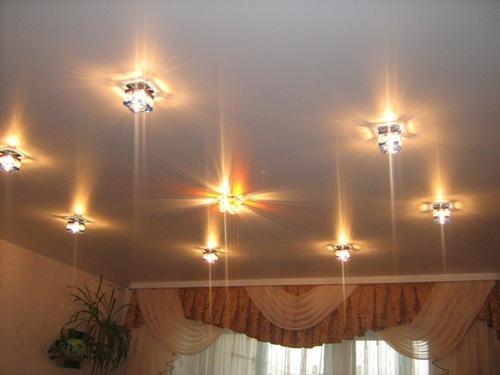 Дизайн одноуровневых потолков из гипсокартона