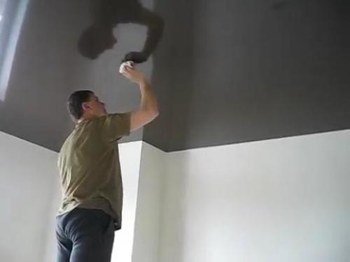 Как правильно чистить натяжные потолки