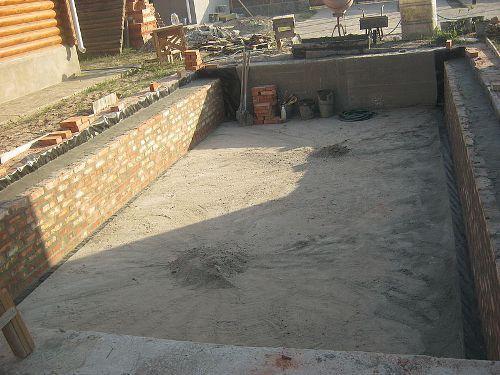 Усиление стен погреба