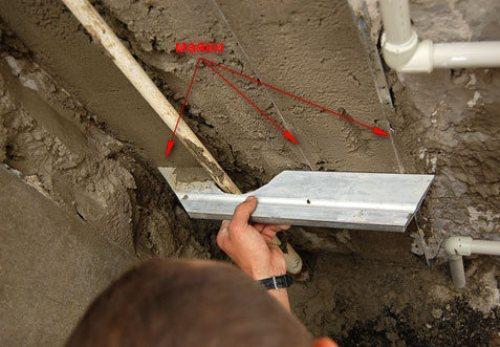Как правильно штукатурить стены цементным раствором в проблемных местах?
