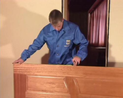 Как установить дверь своими руками? Видео