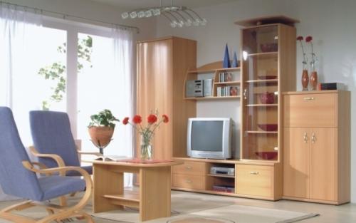 Простая мебель в гостиной
